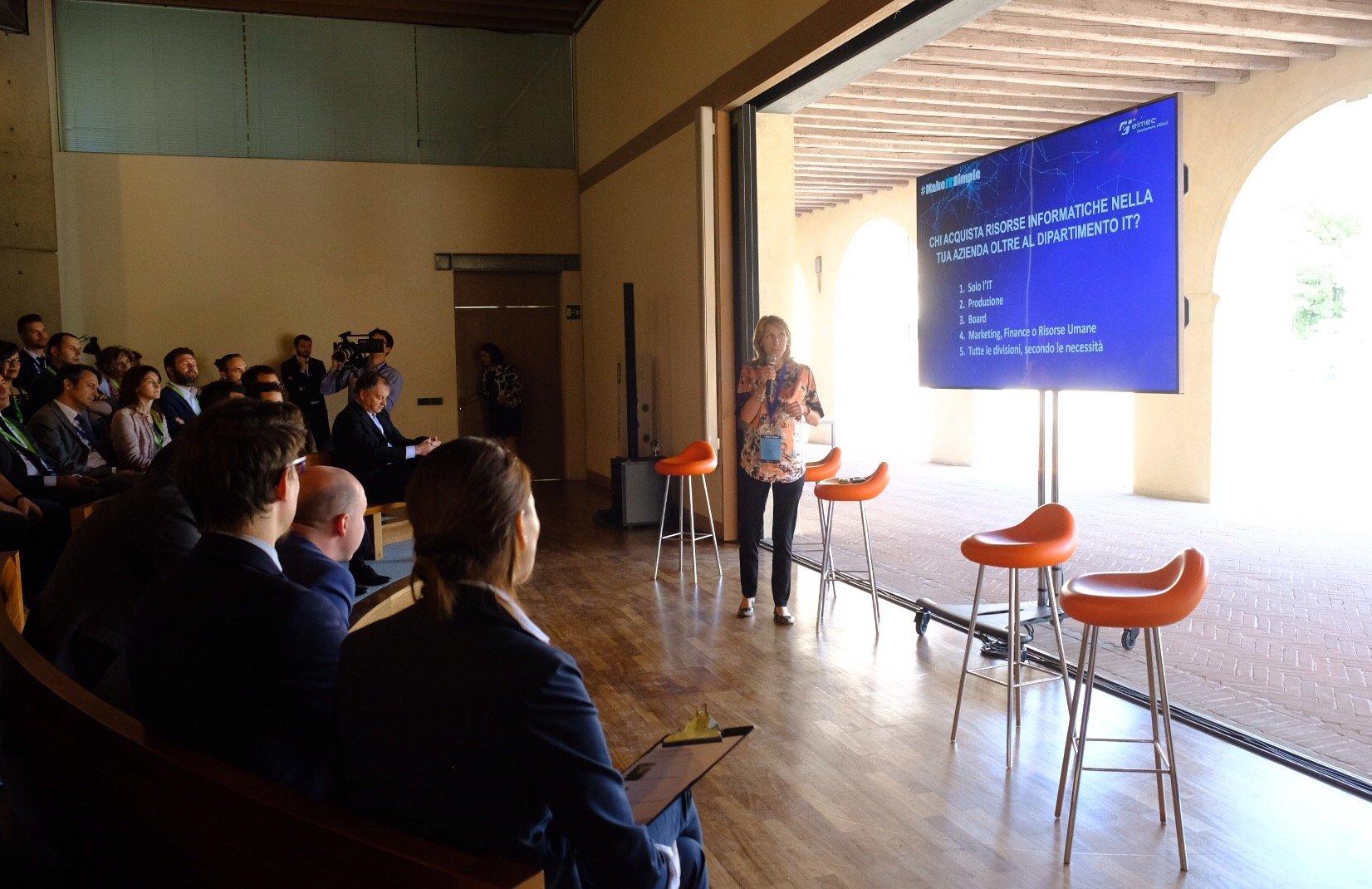 Digital Transformation - Cora Scandroglio introduce il panel
